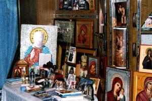 Мироточащие иконы в квартире Валентины Михайловны