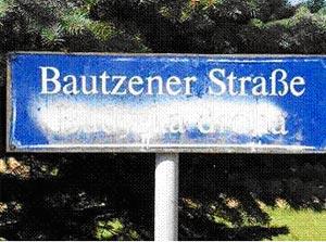 Закрасили Budyska droha (Будышинская дорога) и оставили Bautzener Strasse