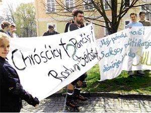 Демонстрация в знак протеста против закрытия школы в Кроствице