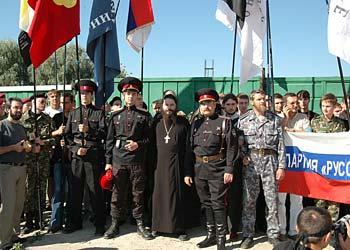 Православные заблокировали оба входа на стройплощадку