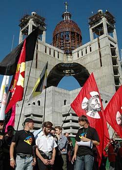 Православные не собираются далее пассивно наблюдать за уничтожением Церкви