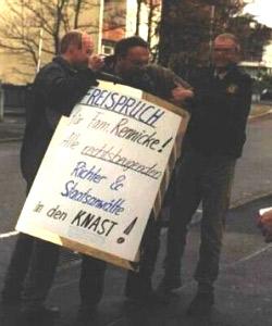 Пикет у здания суда в защиту Ф.Реннике