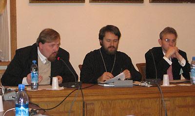 """Егор Холмогоров на заседании круглого стола """"Глобализация и эсхатология"""" (крайний слева)"""