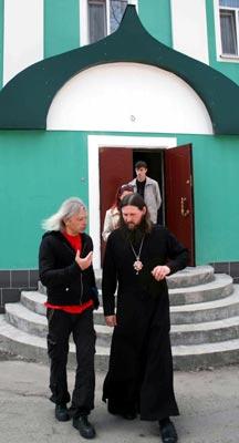 Владыка даниил и Константин Кинчев обсуждают проблемы православной миссии